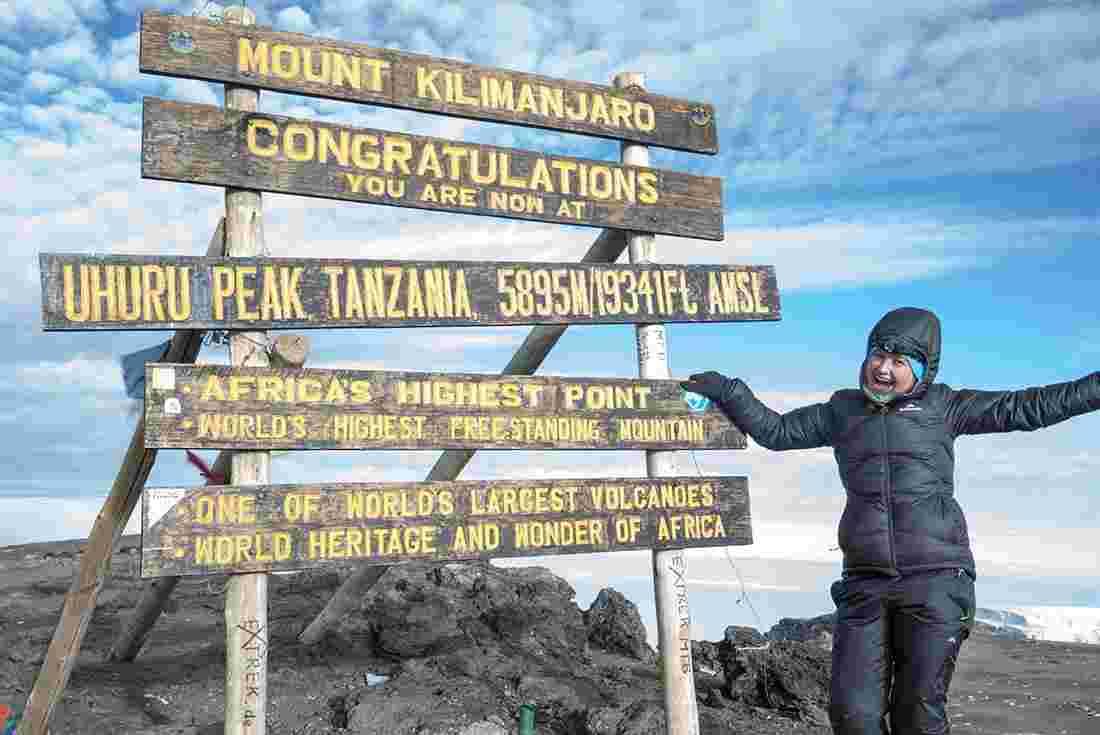 ykxm-tanzania-mt-kiliminjaro-marangu-route-passenger-summit-sign
